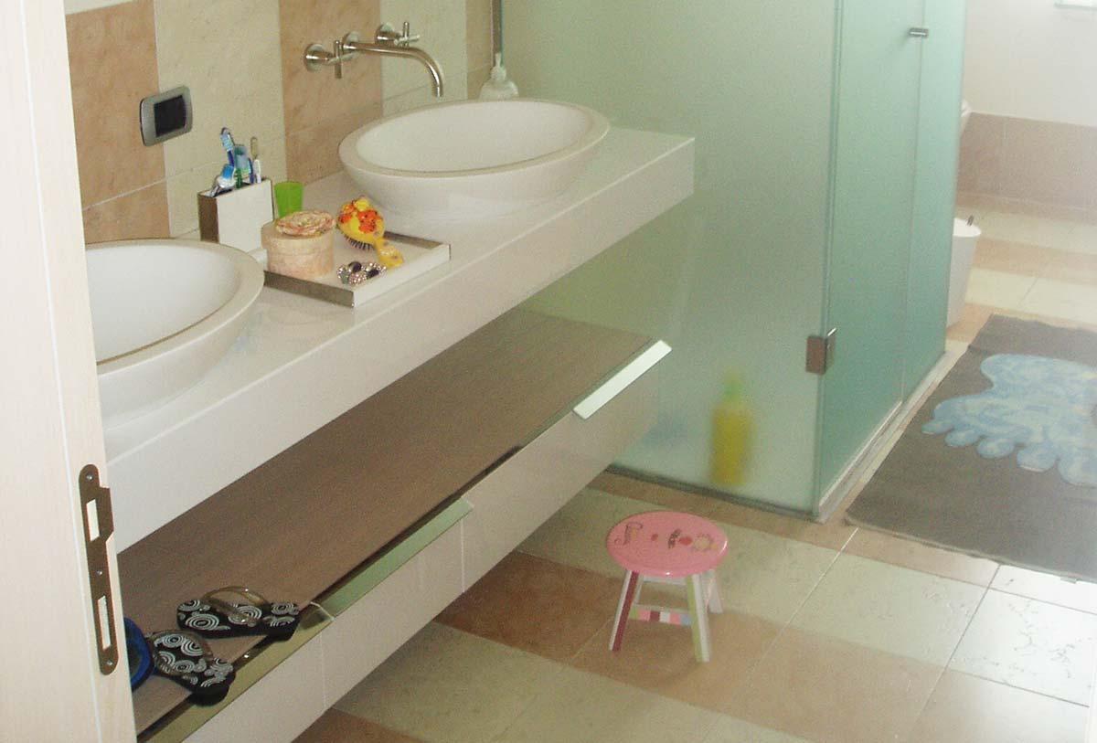 Bagno bianco e rosa perlino satinato domus petra - Bagno in marmo bianco ...