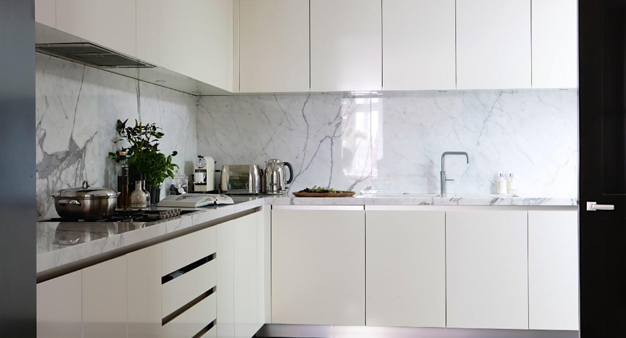 Cucina bianco statuario lucido domus petra artigiani del marmo - Artigiani cucine ...